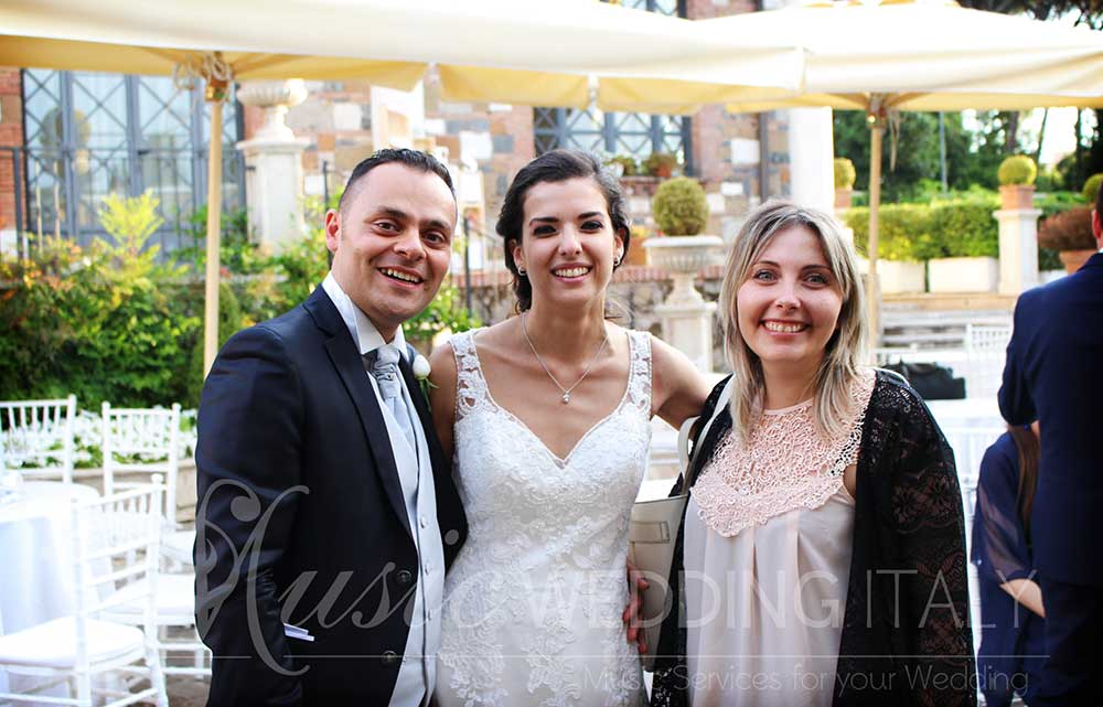 A newly married couple celebrates with Valeria Sargentoni, one of the best Italian wedding singers and vocalists-DJs, by Romadjpianobar music services in Italy.